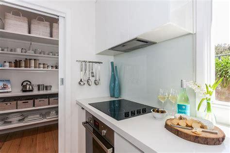 frosted glass backsplash in kitchen frosted glass cooktop backsplash cottage kitchen