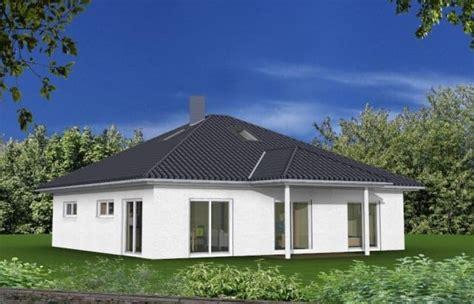 Bungalow Mit Dachgeschoss by Bungalow Mit Ausgebautem Dachgeschoss Unter Walmdach In