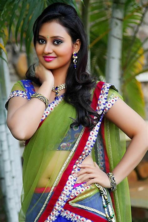 Tamil Actress In Saree Hd Plus Wallpaper Free Download