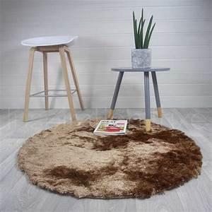 Tapis Rond Beige : tapis rond beige shaggy par inspiration luxe editions ~ Teatrodelosmanantiales.com Idées de Décoration