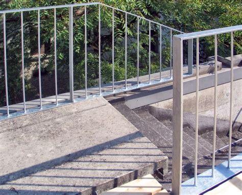 Auf Geländer by Dachterrasse Mit Gelaender Und Holzrost 03 Gel 228 Nder