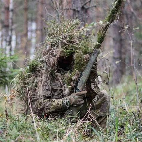 Pin Chalky Whyte Camouflage Concealment