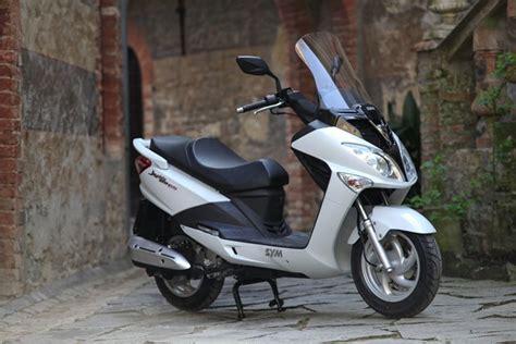 Sym Joyride 200i Image by Sym Sym Joyride 200i Evo Moto Zombdrive