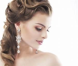 coiffure mariage en 30 idees astuces et conseils tendace With tapis chambre bébé avec couronne de fleurs cheveux mariage