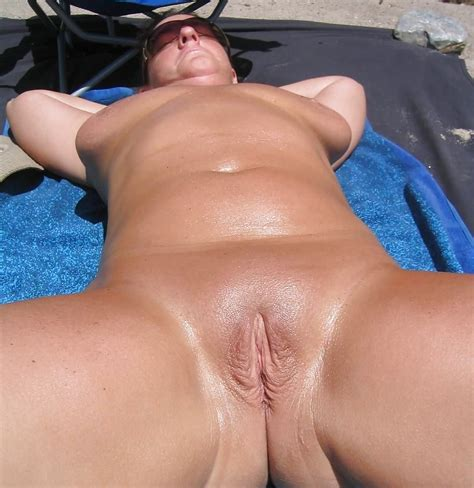 Shaved Pussy Mature Spread And Showing Body Outdoors 9
