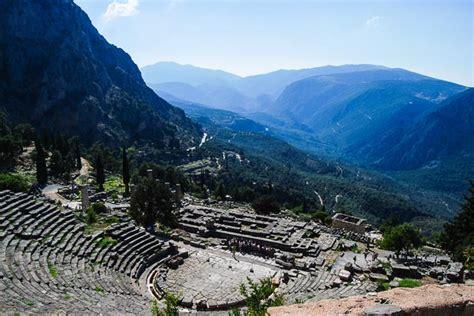 Visita a Delfi, l'antico ombelico del mondo