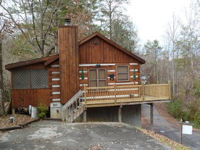 pet friendly cabins pigeon forge country 2br cabin pet friendly cabins in pigeon forge