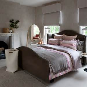 Pink and Grey Bedroom Decorating Idea