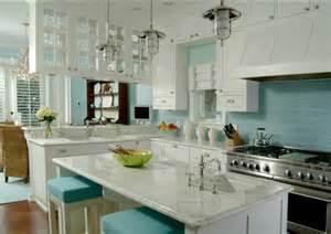 glasfliesen küche küchenrückwand aus glas der moderne fliesenspiegel sieht so aus