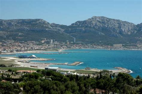 bureau de poste l is la plage quartier à visiter provence 7