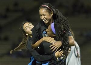 Women's soccer exhibits offensive, defensive strength in 3 ...