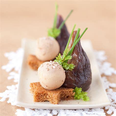 recettes de cuisine 3 figues pochées au porto et foie gras sur d épice
