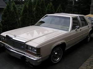 WallyAwsome 1982 Ford Crown Victoria Specs, Photos