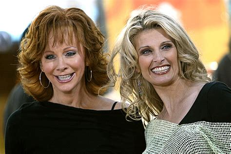 reba mcentire linda davis reba mcentire linda davis duet on does he love you live