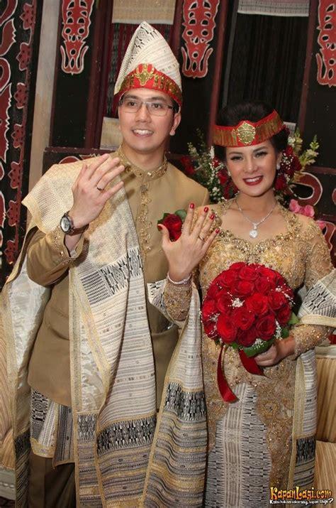 kumpulan foto model baju kebaya pengantin batak trend