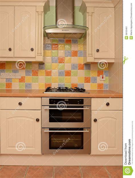 la cuisine de a à z mur vitré de tuile dans la cuisine moderne image stock