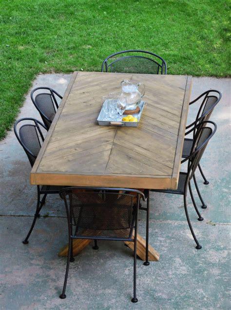 farmhouse style diy outdoor dining table plans