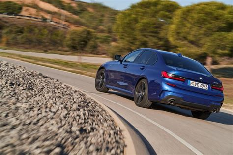 Athletic aesthetics · advanced innovations · dynamic engineering مواصفات واسعار بي ام دبليو الفئة الثالثة BMW 3 Series 320i ...