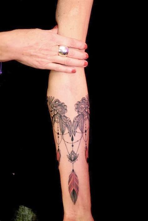 tatouage dentelle sur l avant bras tatouage dentelle la tendance qui se brode sur la peau