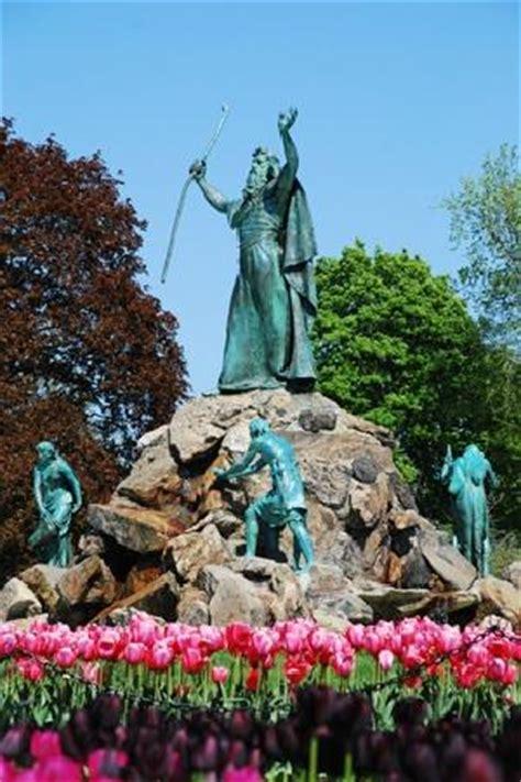 moses statue  tulip festival  washington park