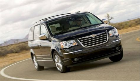 Chrysler Town And Country Forum by 2008 Chrysler Town And Country Up For Coty On Motor Trend