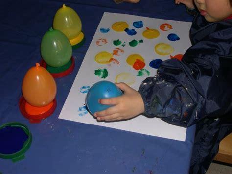 angebote für krippenkinder farben luftballontag mit ballons tolle bilder erstellen
