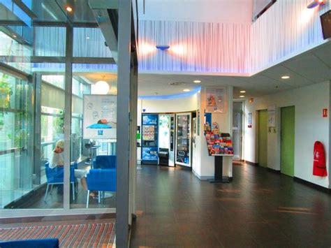 hotel lobby picture of ibis budget porte de vincennes tripadvisor