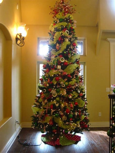 decorating christmas tree with ribbon decorated