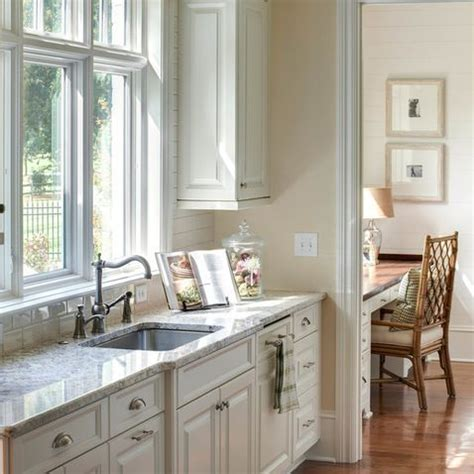 Walls Sherwin Williams 6119 Antique White   Cabinets