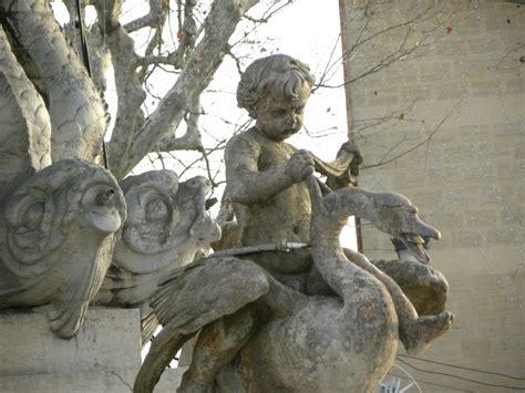 fontaine place de la rotonde aix en provence suite i les cigales