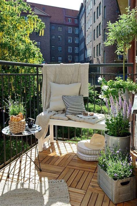 creative  simple summer balcony decor ideas   digsdigs
