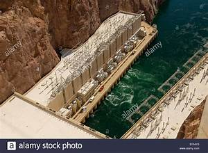 Hoover Dam located on the Colorado River between Nevada ...