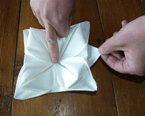 Pliage De Serviette De Table En Forme De Lotus, Réaliser