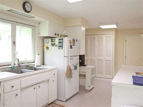 Home Decorating Ideas For Small Kitchens by Small Kitchen Decorating Ideas Pictures Tips From Hgtv