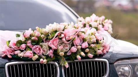 image  wedding car decorated  bunch  flowers