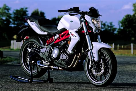 Benelli Tnt 15 2019 by 2018 Benelli Tornado Tnt 300 Review 16 Fast Facts