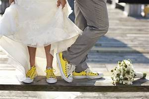 sunflower wedding 10 awesome tips hihearts With wedding dress with sneakers