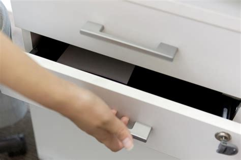 Hon Vertical File Cabinet Drawer Removal by How To Remove A Hon Lateral File Drawer Articles
