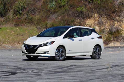 nissan leaf  officially achieves  mile range