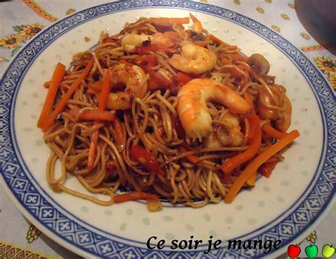 pates chinoises aux crevettes nouilles saut 233 es aux crevettes ce soir je mange