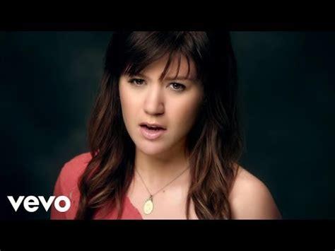 Video klip lagu: Kelly Clarkson - Cake by the Ocean (DNCE ...