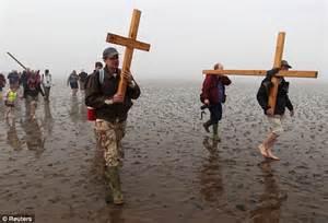 Crucifixion recreated in Trafalgar Square as Christians ...