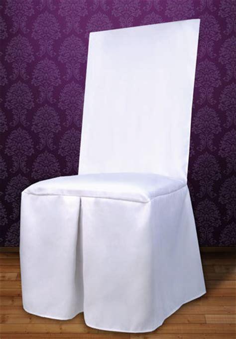 habillage chaise mariage la housse de chaise en tissu luxe bords carrés