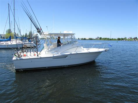 Fishing Boats For Sale In Ludington Mi by 2002 Used Pursuit 3000 Offshore Cruiser Boat For Sale