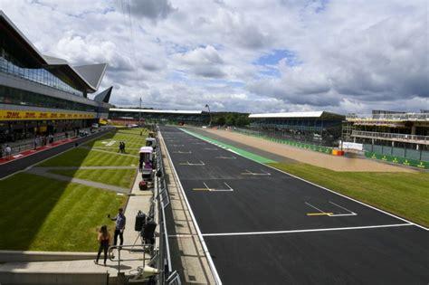 Auf dem kurs in großbritannien fand das erste. Formel 1 LIVE in Silverstone: Alle Infos für TV / Stream ...