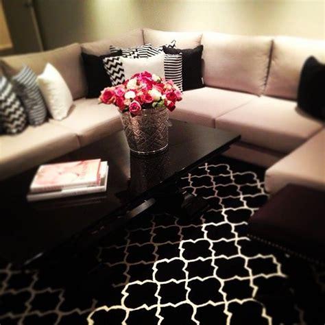 sofa vermelho e tapete preto 25 ideias para decora 231 227 o sof 225 marrom ou sof 225 bege