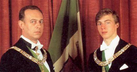Il padre, quarto duca d'aosta, aveva anche regnato sulla croazia. PROFEZIE PER IL TERZO MILLENNIO (La profezia di Padre Pio: in Italia tornerà la Monarchia)