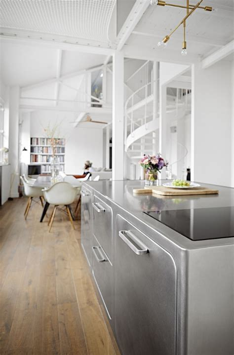 An Industrial Style Kitchen in Romantic Paris You?ll Love