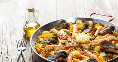 cuisiner une paella quel vin avec une paella table de cuisine