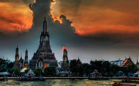 Fantastic view of the temple in Bangkok, Thailand ...